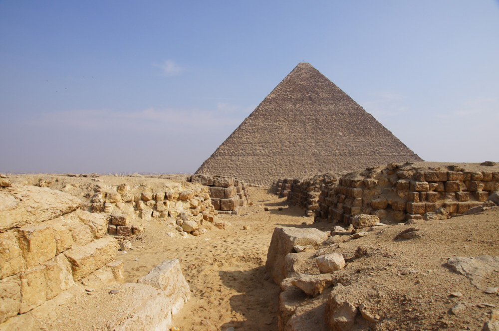 Western Cemetery: Site: Giza; View: G 4150, G 4160, Cemetery G 4000, Khufu Pyramid