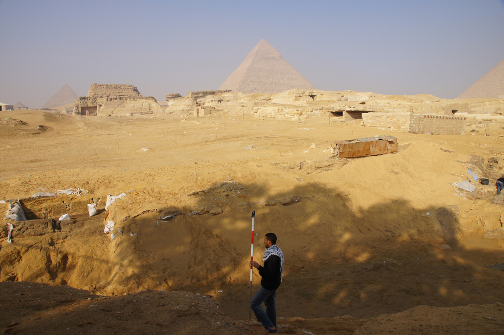 Central Field (Hassan): Site: Giza; View: Khentkaus Town, G 8400