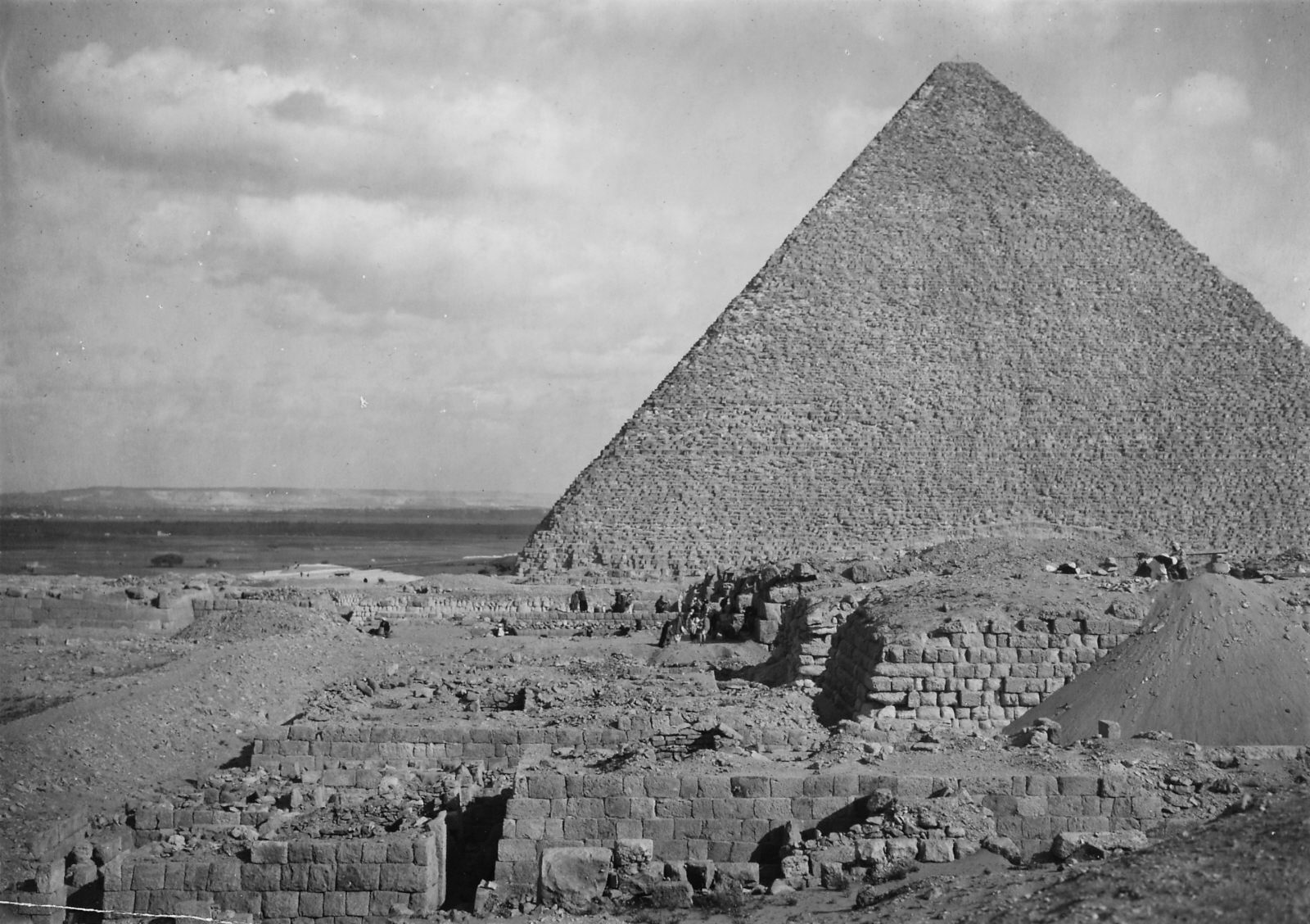 Western Cemetery: Site: Giza; View: D 105, D 107, D 110, G 4160