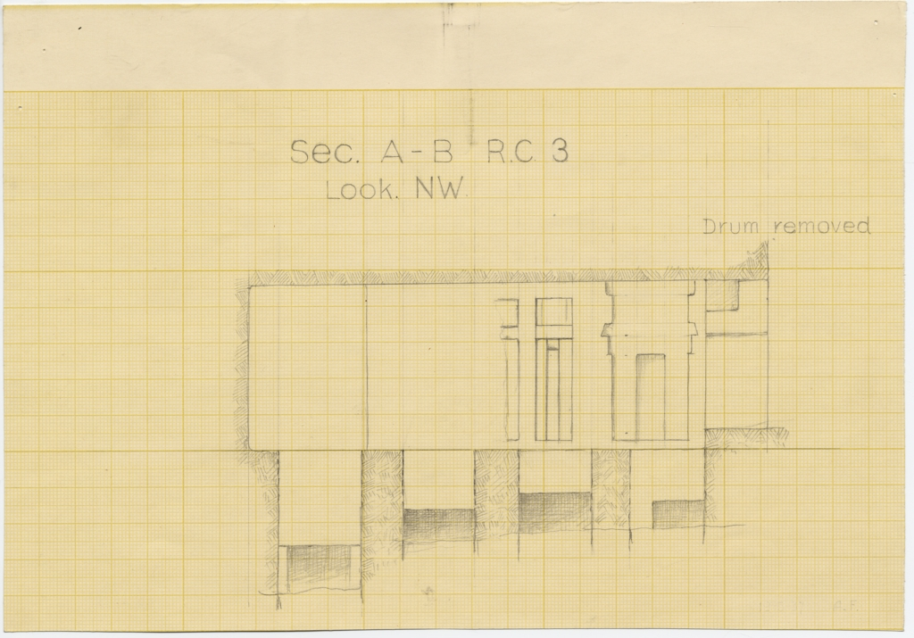 Maps and plans: Service tomb 3, Section