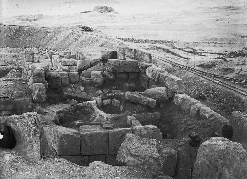 Eastern Cemetery: Site: Giza; View: G 7150, bin 208
