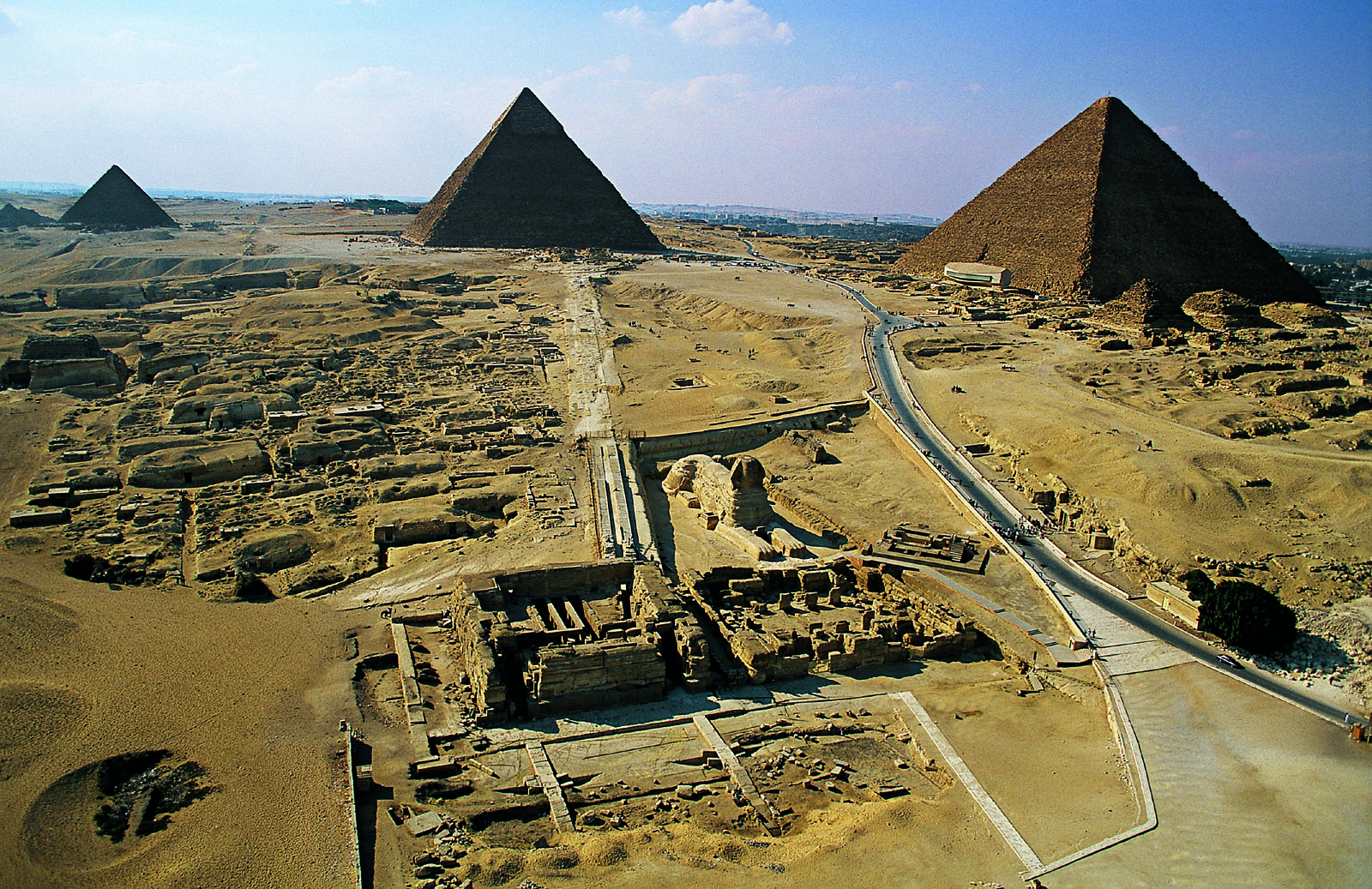 General view: Site: Giza; View: Khufu pyramid, Khafre pyramid, Menkaure pyramid, Sphinx