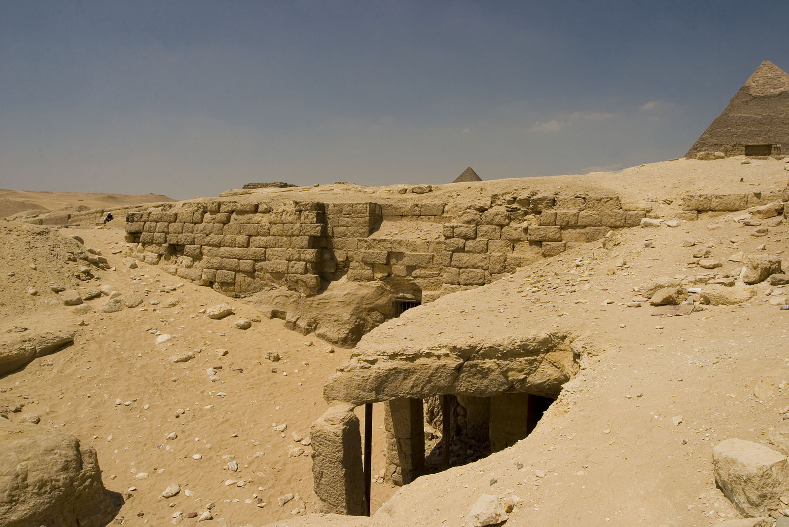 Central Field (Hassan): Site: Giza; View: Khamerernebty II