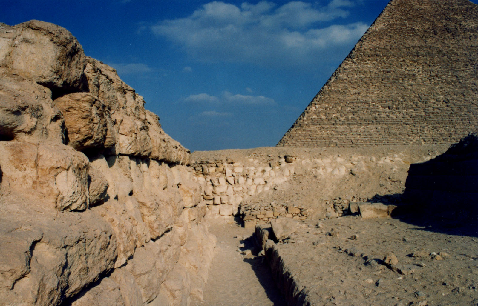 Western Cemetery: Site: Giza; View: G 2160, G 2155, G 4980, Kaninisut III (G 2156a)